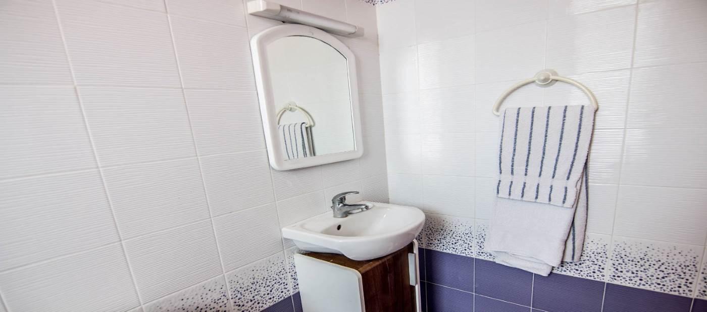 salle de bain pour location appartement de vacances à mahdia