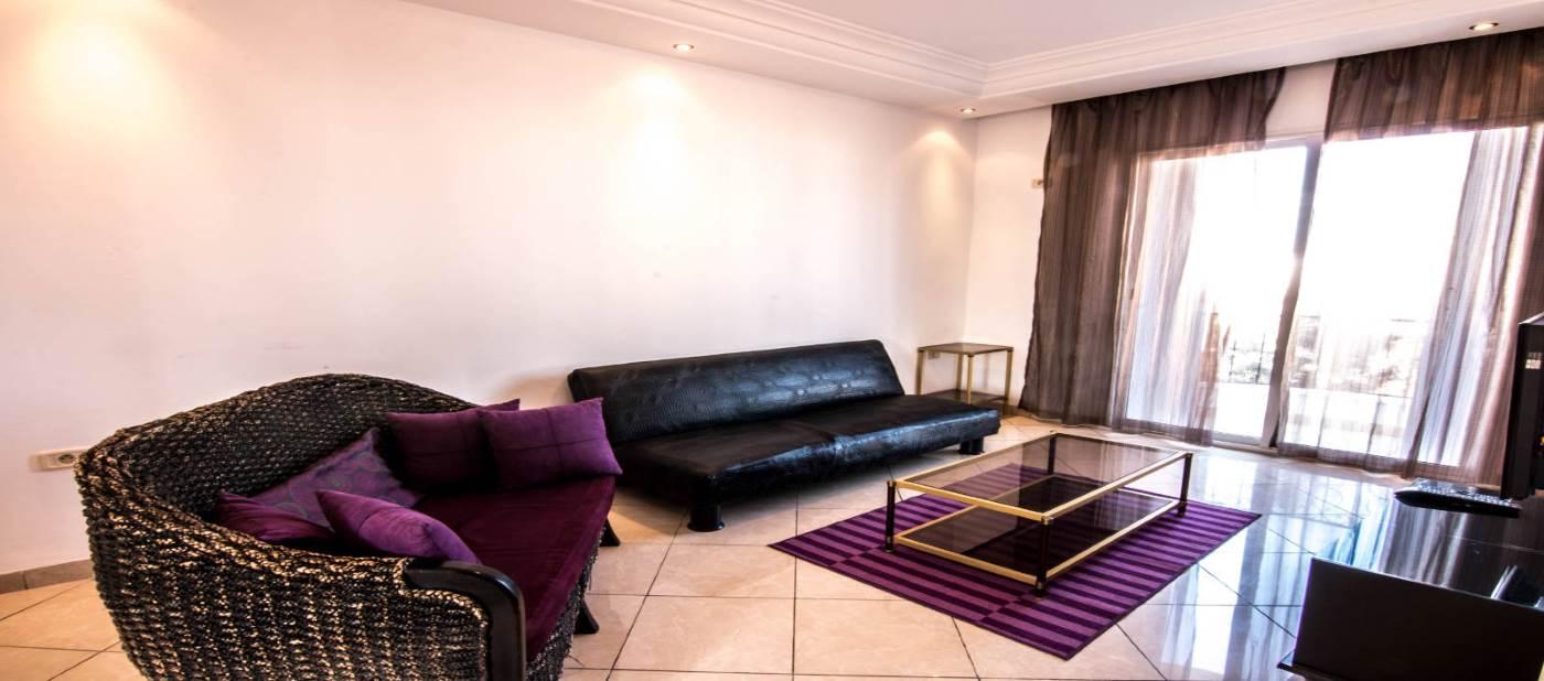 beau salon pour location d'appartement de vacances à Mahdia en Tunisie