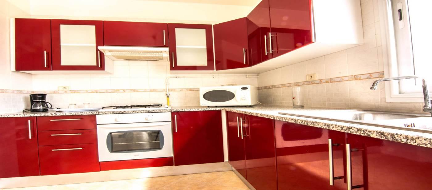 Belle cuisine moderne pour location d'appartement à mahdia en Tunisie