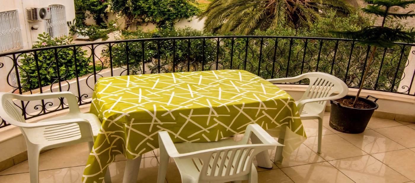 appartement de location vacances à mahdia composé d'une belle terrasse vue sur jardin