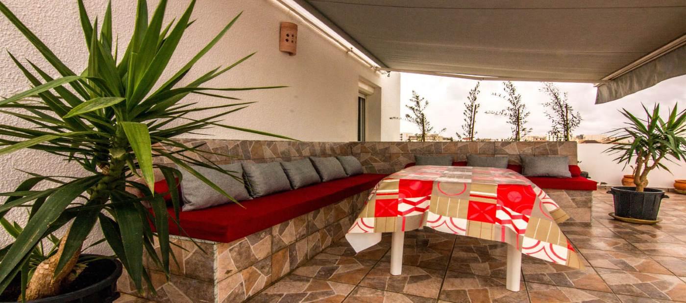 magnifique terrasse de location d'appartement vacances à Mahdia en Tunisie.
