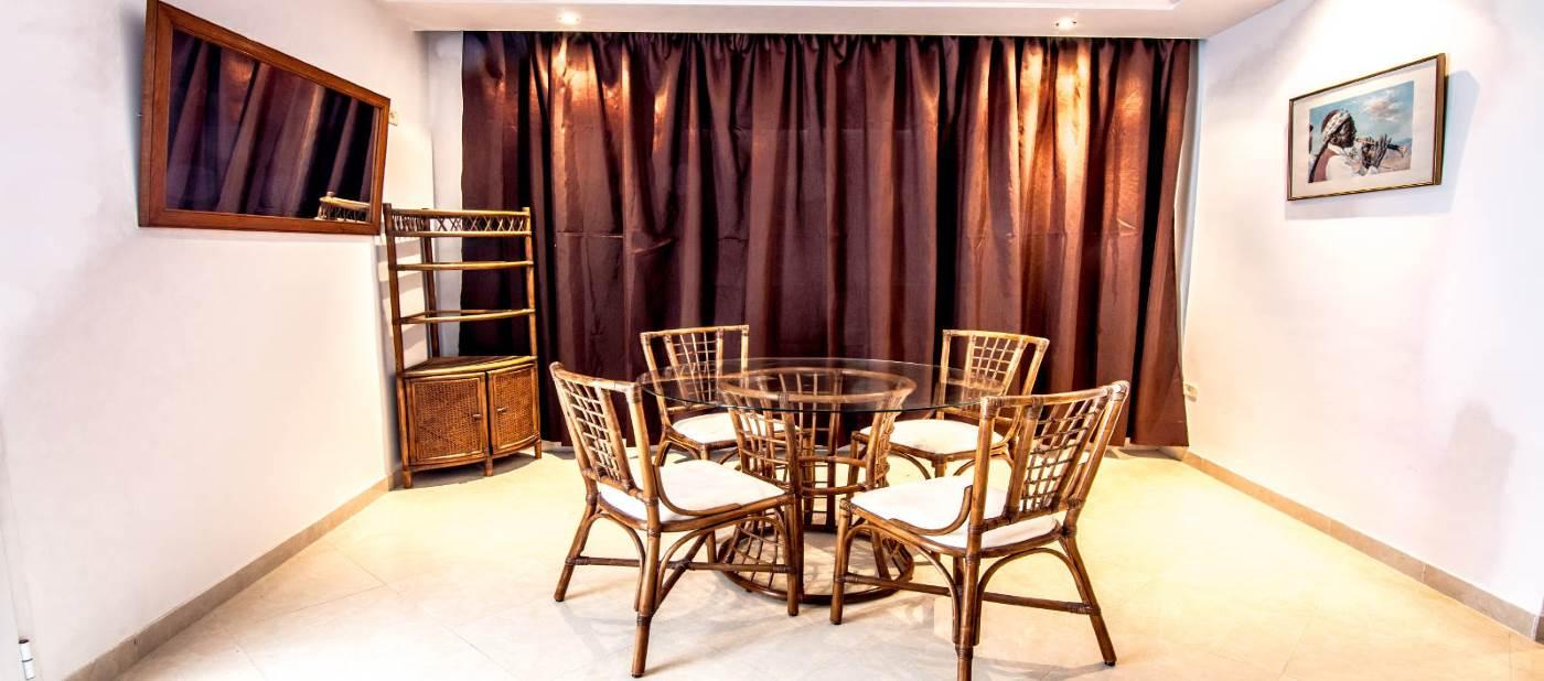 appartement de location vacances à mahdia équipé dans d'une salle à manger