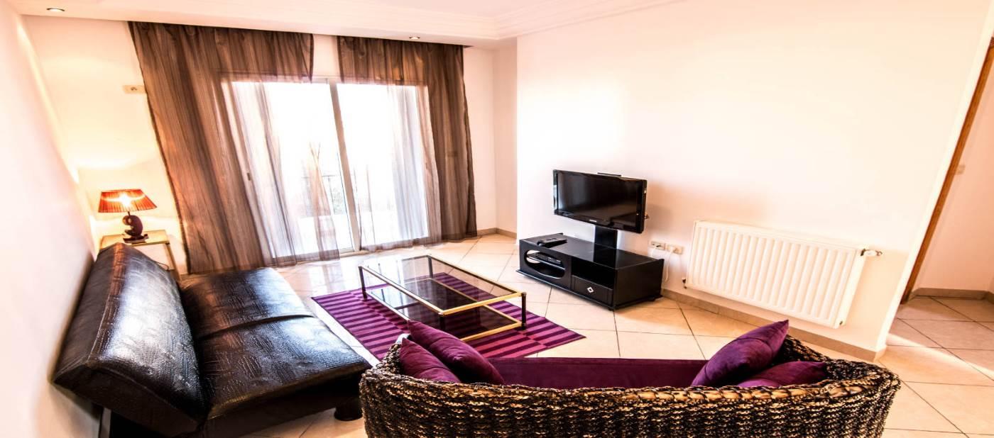 salon chic dans un appartement de location vacances à Mahdia en Tunisie